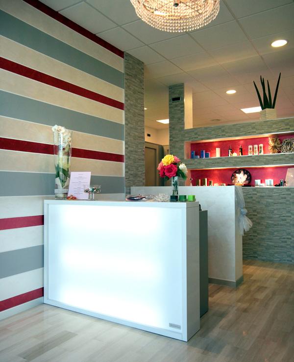 Centro estetico karisma easyflair for Centro estetico arredamento